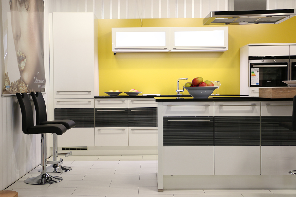 ausstellung treitinger m belhaus. Black Bedroom Furniture Sets. Home Design Ideas